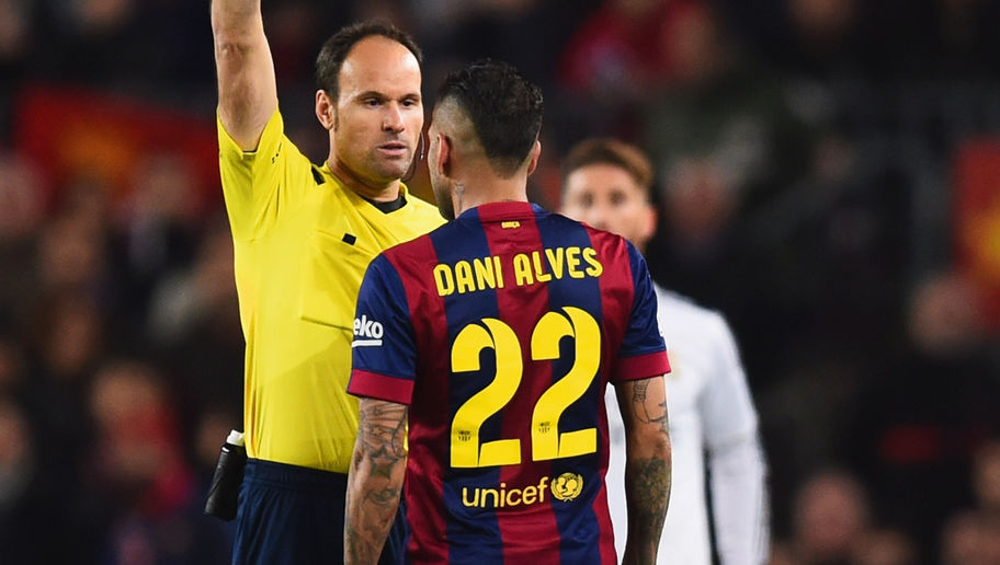 BARCELONA, SPAIN - MARCH 22:  Referee Antonio Miguel Mateu Lahoz shows a yellow card to Daniel Alves of Barcelona during the La Liga match between FC Barcelona and Real Madrid CF at Camp Nou on March 22, 2015 in Barcelona, Spain.  (Photo by Alex Caparros/Getty Images)
