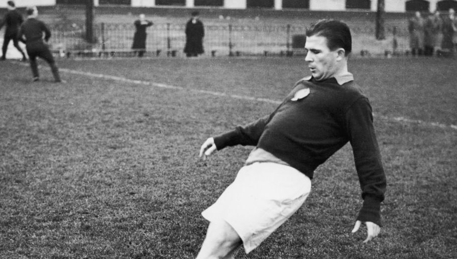 Ferenc Puskas, captain of the 'Magic Magyars' Hungarian national team, in training at Craven Cottage, the Fulham FC ground, for an upcoming match at Wembley, 23rd November 1953. (Photo by Central Press/Hulton Archive/Getty Images)