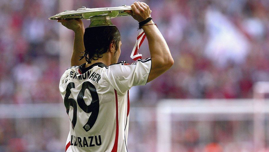 MUNICH, GERMANY - MAY 13:  Bixente Lizarazu of Bayern celebrates with the trophy after winning the German Championship after the final whistle of the Bundesliga match between FC Bayern Munich and Borussia Dortmund at the Allianz Arena on May 13, 2006 in Munich, Germany.  (Photo by Vladimir Rys/Bongarts/Getty Images)
