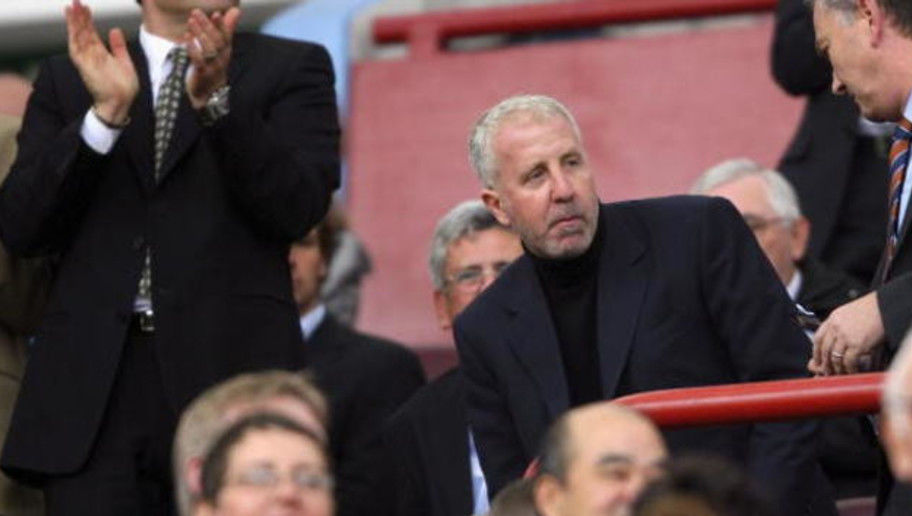 BIRMINGHAM, UNITED KINGDOM - OCTOBER 14:  Villa chairman Randy Lerner (c) takes his seat during the Barclays Premiership match between Aston villa and Tottenham Hotspur at Villa Park on October 14, 2006 in Birmingham, England.  (Photo by Stu Forster/Getty Images)