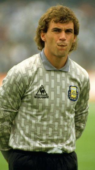 Argentinian goalkeeper Nery Pumpido