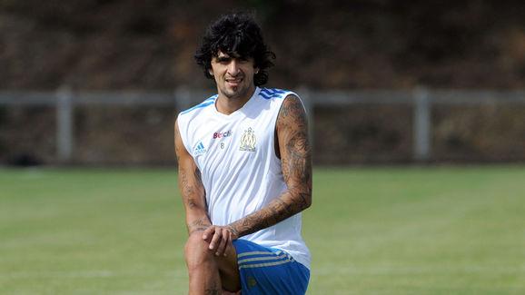 Argentinian midfielder Lucho Gonzalez (R