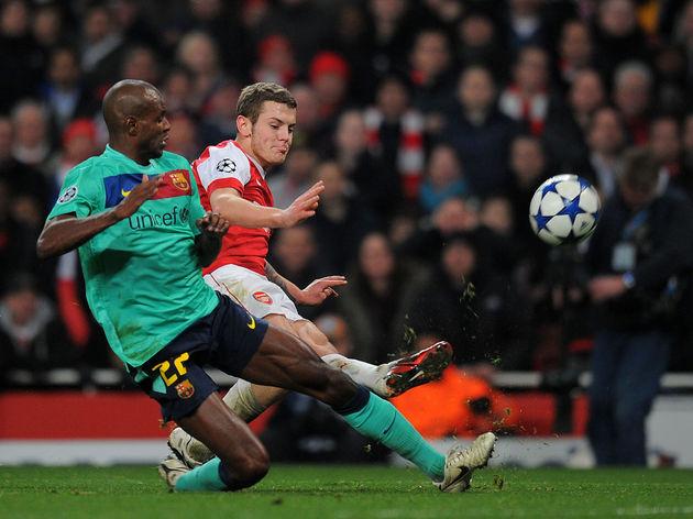 Arsenal's midfielder Jack Wilshere (R) v