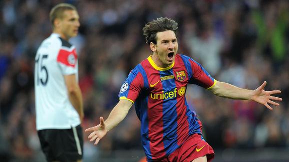 Barcelona's Lionel Messi (R) celebrates