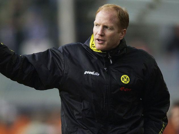 Borussia Dortmund coach Matthias Sammer signaling instructions