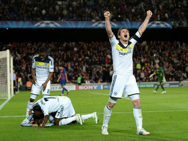 Chelsea's midfielder Frank Lampard (R) c