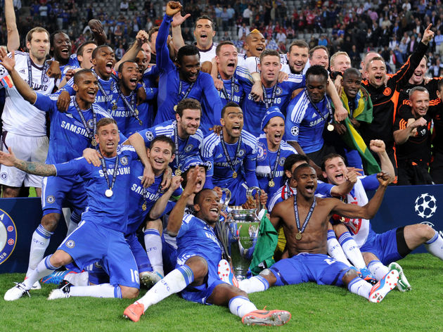 Chelsea's players celebrate after winnin