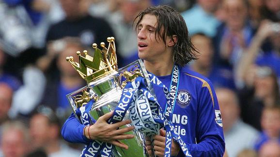 Chelsea striker Hernan Crespo runs with