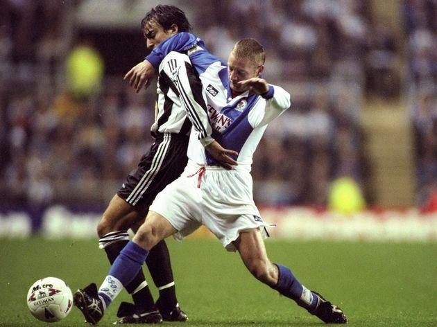 David Ginola of Newcastle United and David Batty of Blackburn Rovers