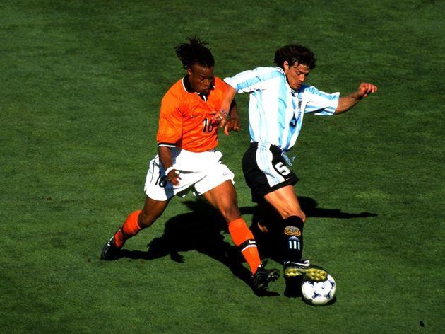 Edgar Davids of Holland and Matias Almeyda of Argentina