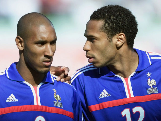 French forward Thierry Henry (L) chats w