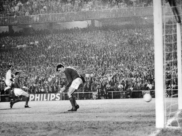 Alex Stepney,Francisco Gento