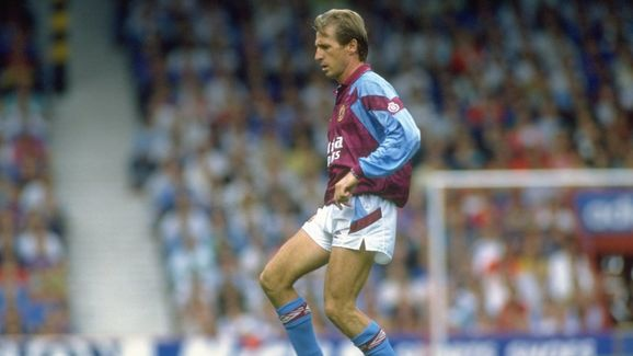Gordan Cowans of Aston Villa