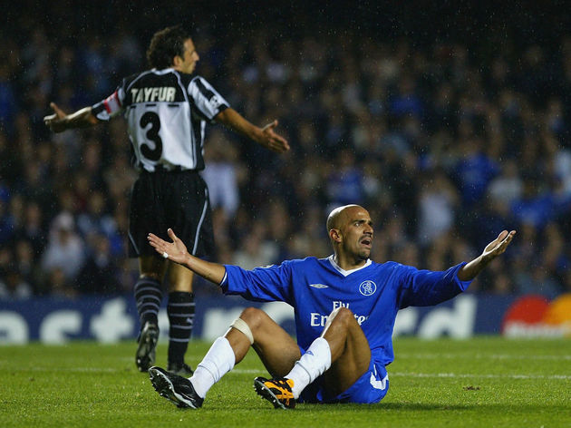 Juan Sebastian Veron appeals to the referee