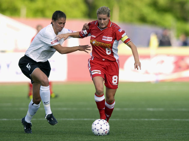 Kelly Smith moves the ball against Shannon Boxx