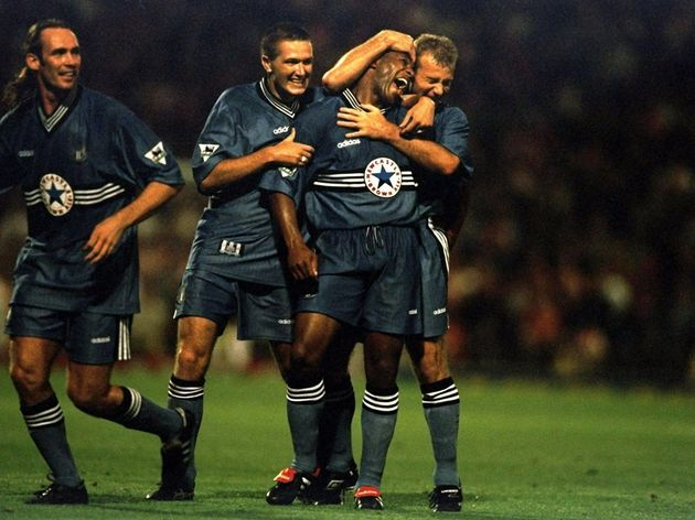 Les Ferdinand is congratulated