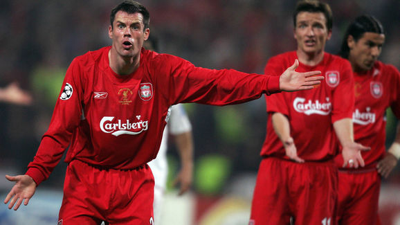Liverpool's defender Jamie Carragher (L)