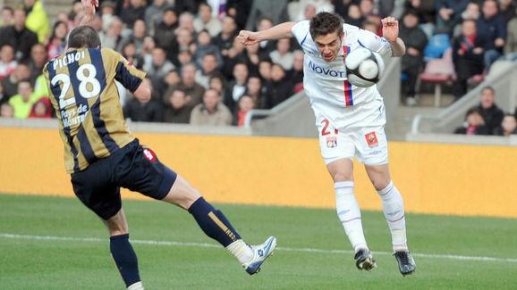 Lyon's French forward Anthony Mounier (R