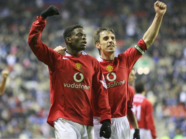 Manchester United's Louis Saha (L) and c