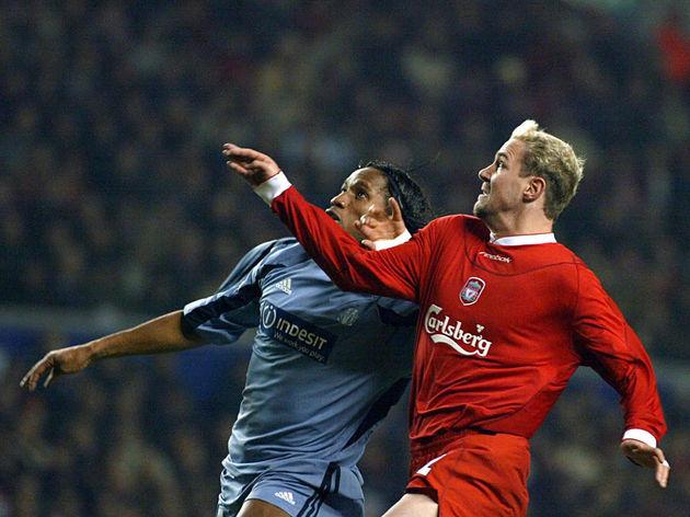 Marseille's forward Didier Drogba (L) vi