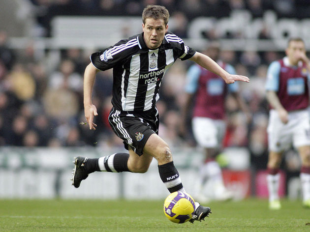 Newcastle United's Michael Owen controls