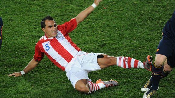 Paraguay's defender Claudio Morel (C) fi