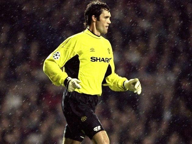 Raimond van der Gouw of Manchester Utd