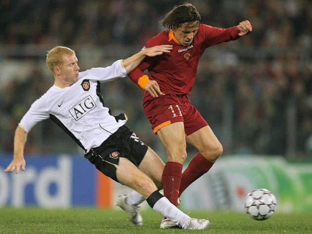 Roma's midfieldder Rodrigo Taddei of Bra...