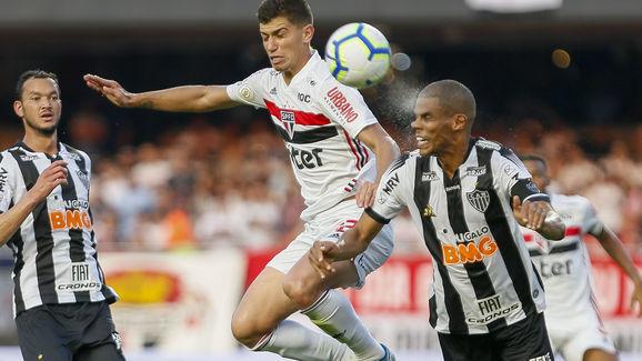 Vitor Bueno,Leo Silva