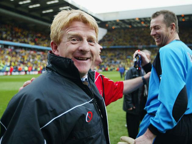 Southampton manager Gordan Strachan celebrates with goalkeeper Paul Jones