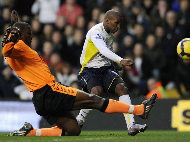 Tottenham Hotspurs' Jermain Defoe (C) sh
