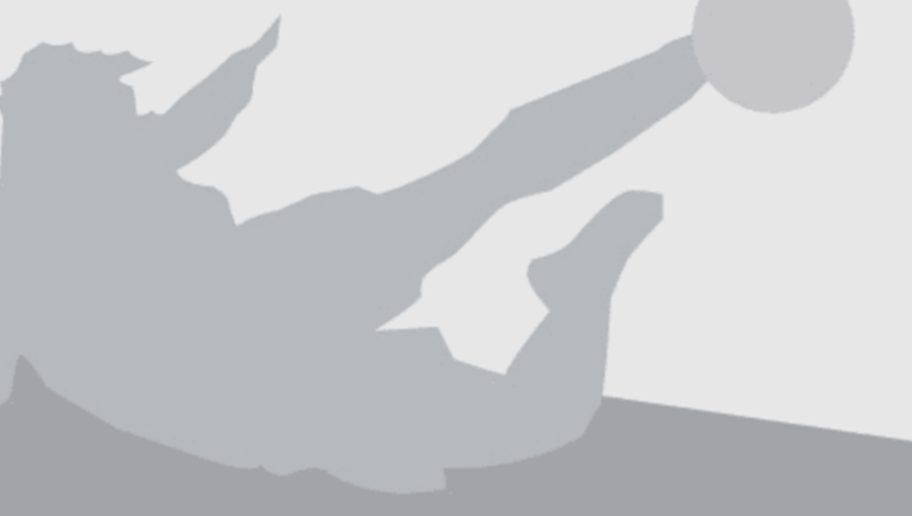 Barcelona's Uruguayan forward Luis Suarez (L) vies with Las Palmas' defender David Garcia (R) during the Spanish league football match FC Barcelona vs UD Las Palmas at the Camp Nou stadium in Barcelona on January 14, 2017. / AFP / LLUIS GENE        (Photo credit should read LLUIS GENE/AFP/Getty Images)