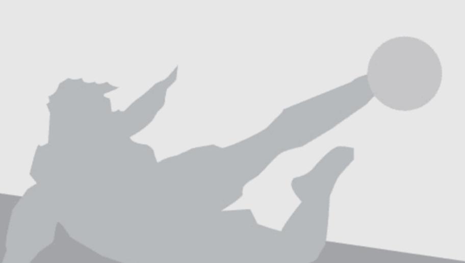 Manchester City's Brazilian midfielder Fernando (L) vies with Sevilla's midfielder Vicente Iborra during the UEFA Champions League football match Sevilla FC vs Manchester City at the Ramon Sanchez Pizjuan stadium in Sevilla on November 3, 2015.   AFP PHOTO / JORGE GUERRERO        (Photo credit should read Jorge Guerrero/AFP/Getty Images)