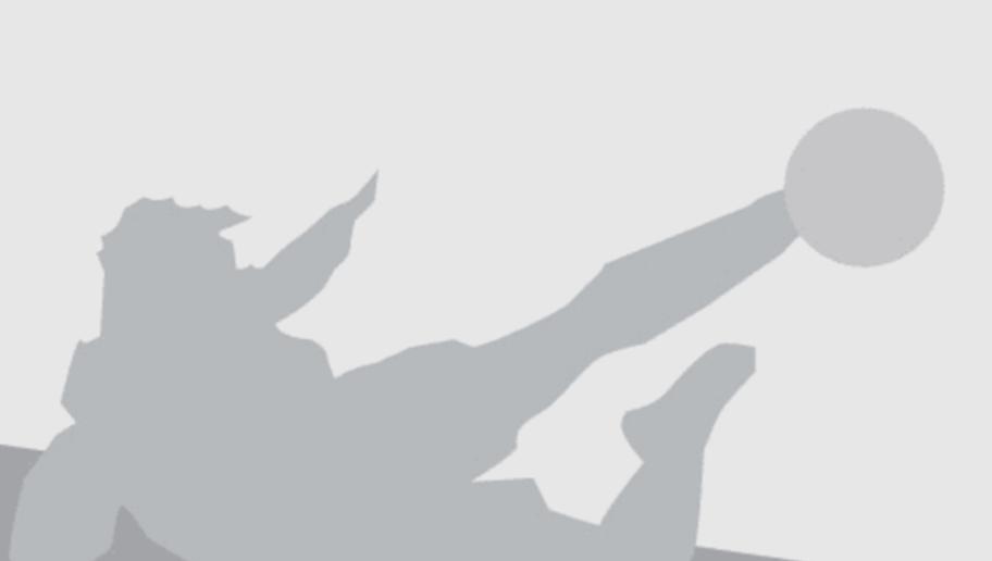 Paris Saint-Germain's Brazilian defender Marquinhos (L) vies with Shakhtar Donetsk's Brazilian midfielder Alex Teixeira during the UEFA Champions League Group A football match between Paris-Saint-Germain and Shakhtar Donetsk on December 8, 2015 at the Parc des Princes stadium in Paris.  AFP PHOTO / KENZO TRIBOUILLARD / AFP / KENZO TRIBOUILLARD        (Photo credit should read KENZO TRIBOUILLARD/AFP/Getty Images)