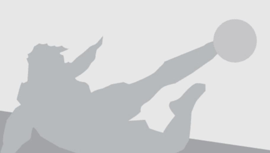 HAMBURG, GERMANY - NOVEMBER 01:  Head coach Bruno Labbadia of Hamburg looks on prior to the First Bundesliga match between Hamburger SV and Hannover 96 at Volksparkstadion on November 1, 2015 in Hamburg, Germany.  (Photo by Oliver Hardt/Bongarts/Getty Images)