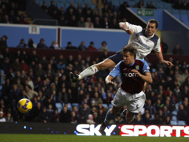 Bolton Wanderers Kevin Davies(top) score